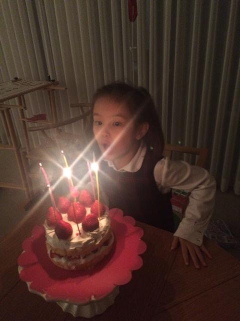 今年の娘のバースデーケーキは、、、_e0309971_02183117.jpg