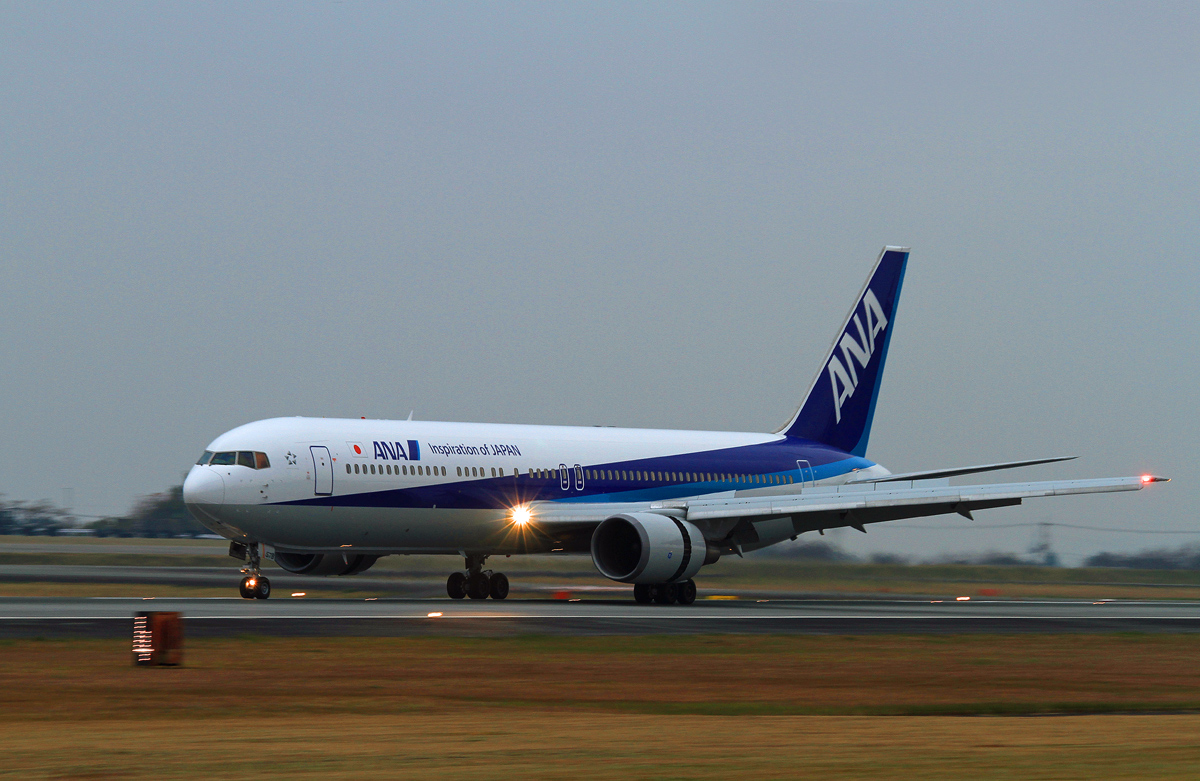 ASO kumamoto AIRPORT IN  BLUE。_b0044115_8452678.jpg