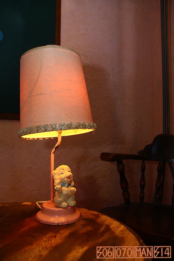 1960s Vintage アメリカ製ラバードール付きのテーブルランプ_e0243096_14314636.jpg