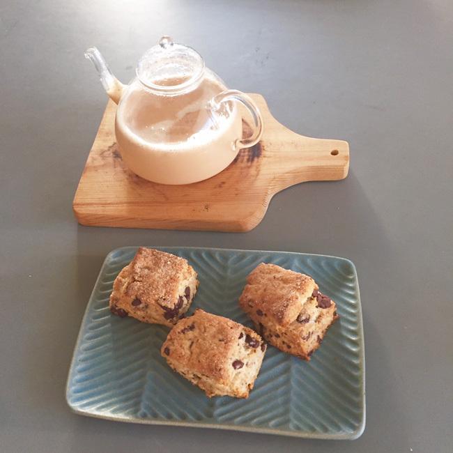 チョコと胡桃のスコーン_b0156360_08195512.jpg