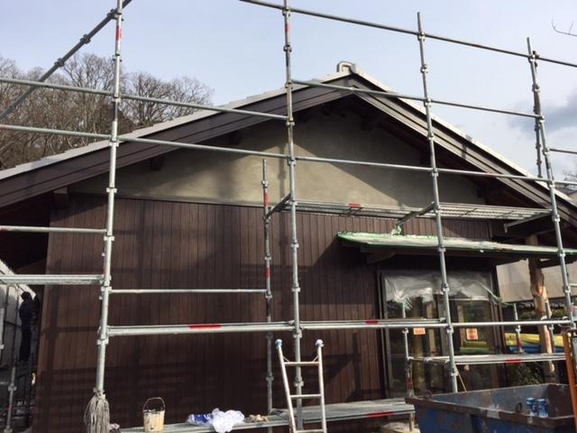 外壁杉板の塗装終わりました。_f0052181_13483668.jpg