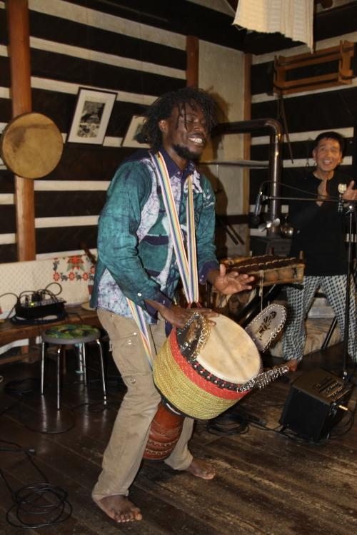 今宵はアフリカンミュージックを聞きながら。_d0342449_23143074.jpg