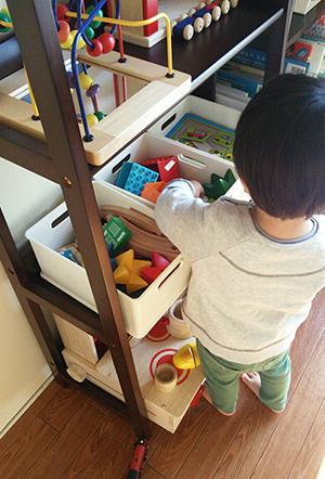我が家のおもちゃ収納_a0275343_1302097.jpg