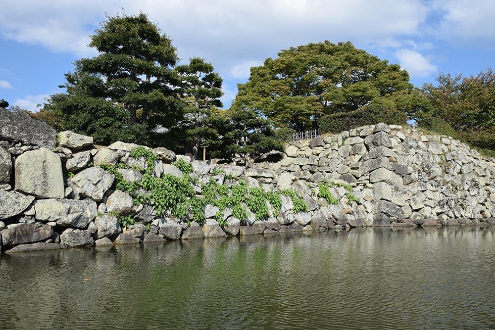白鷺の天守閣がよみがえった姫路城を歩く。 その8 ~内堀~_e0158128_21000303.jpg