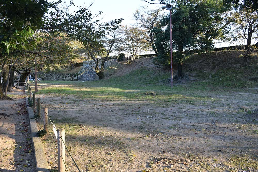白鷺の天守閣がよみがえった姫路城を歩く。 その9 ~武蔵野御殿跡・千姫の小路~_e0158128_21330507.jpg