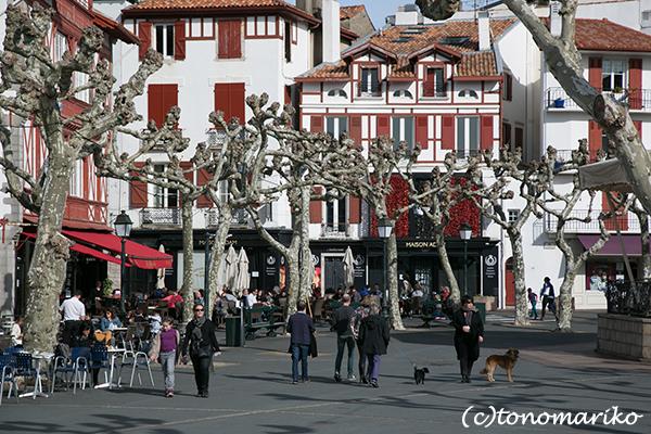 静かなバスクの赤と白の街_c0024345_18341639.jpg