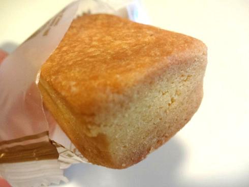オークラプレステージ台北の「パイナップルケーキ」♪&美味しい甘酒♪_f0054260_1850452.jpg