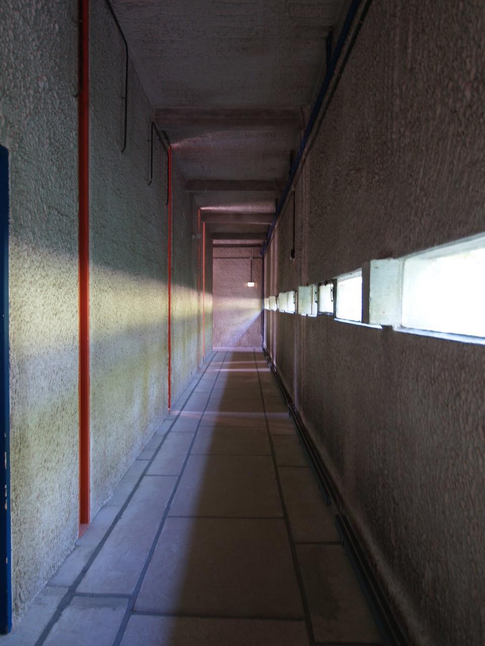廊下も、れっきとした建築空間です_c0070136_10503291.jpg