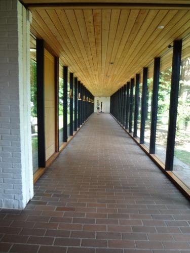 廊下も、れっきとした建築空間です_c0070136_10510555.jpg