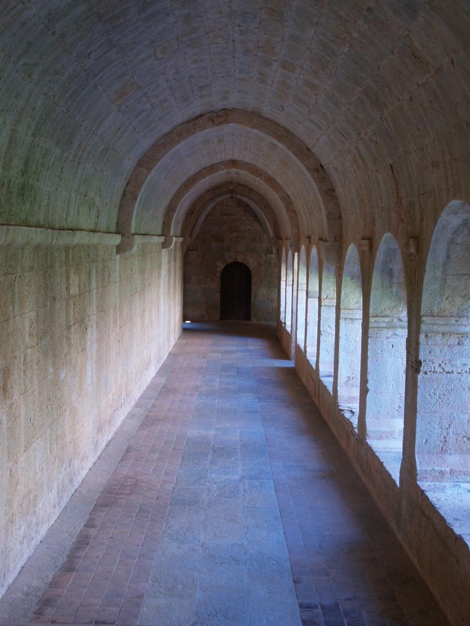 廊下も、れっきとした建築空間です_c0070136_10511321.jpg