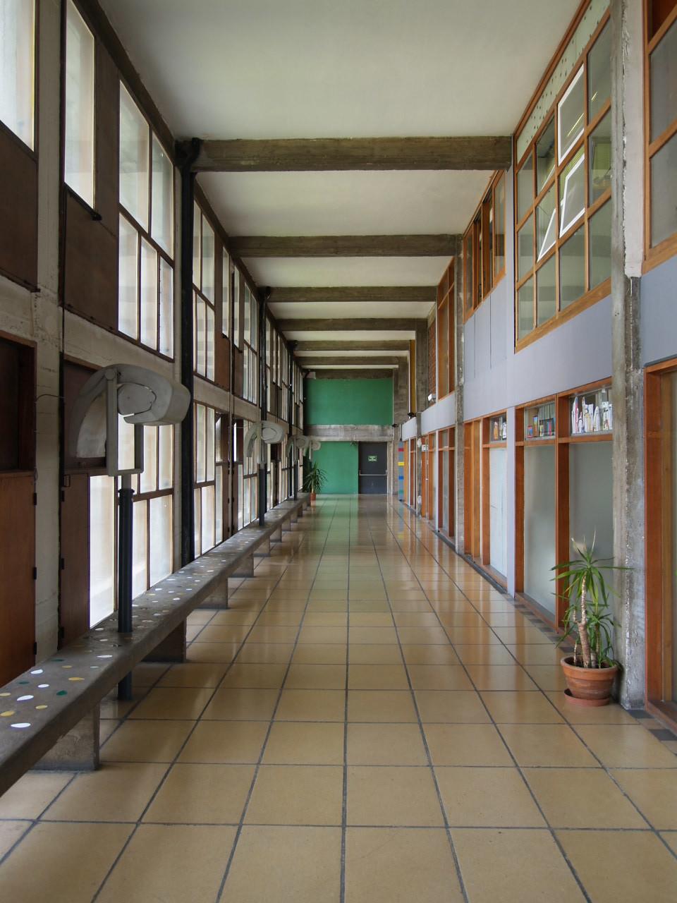 廊下も、れっきとした建築空間です_c0070136_10511986.jpg