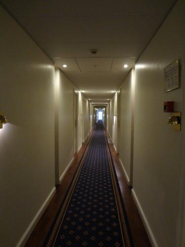 廊下も、れっきとした建築空間です_c0070136_10514549.jpg