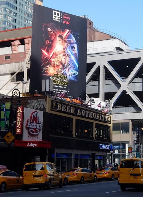 NYの街角で見かけたスター・ウォーズの巨大ビルボードほか_b0007805_2328083.jpg