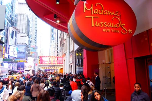NYの街角で見かけたスター・ウォーズの巨大ビルボードほか_b0007805_23283234.jpg