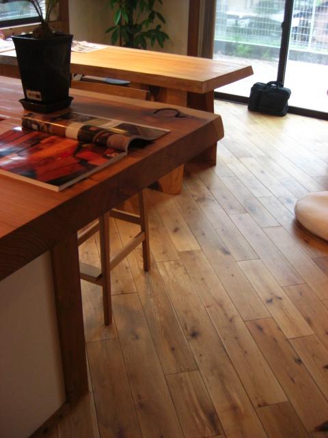 100年住宅に見合った床材を。_f0036534_11381817.jpg