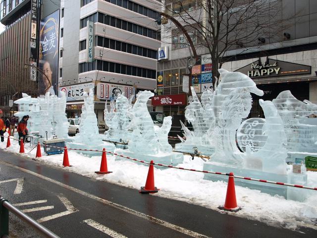 さっぽろ雪まつり 市民雪像など色々_d0153062_8125944.jpg