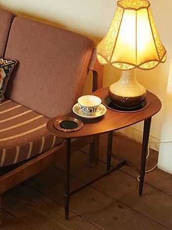 side table_c0139773_16384817.jpg
