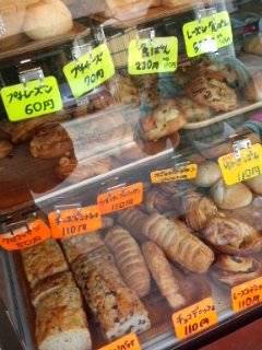 笹塚 パン工房 プクムクのクリームぱん、ねぎぱん、バナナブレッド、クロワッサン_f0112873_22433440.jpg