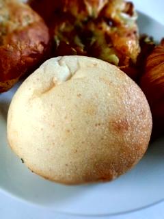 笹塚 パン工房 プクムクのクリームぱん、ねぎぱん、バナナブレッド、クロワッサン_f0112873_22581363.jpg