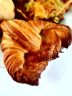 笹塚 パン工房 プクムクのクリームぱん、ねぎぱん、バナナブレッド、クロワッサン_f0112873_23163736.jpg