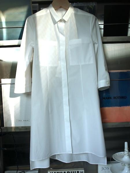 人に着せた時に非常に綺麗に見えるuemulo munenoli のシャツワンピース・ドレス『LEGO』_e0122680_15050047.jpg