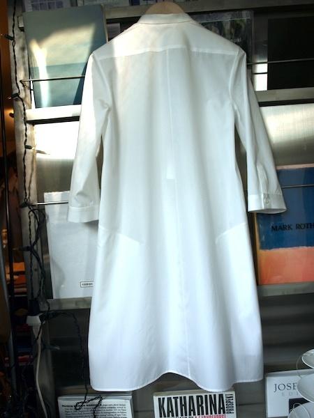 人に着せた時に非常に綺麗に見えるuemulo munenoli のシャツワンピース・ドレス『LEGO』_e0122680_15052521.jpg