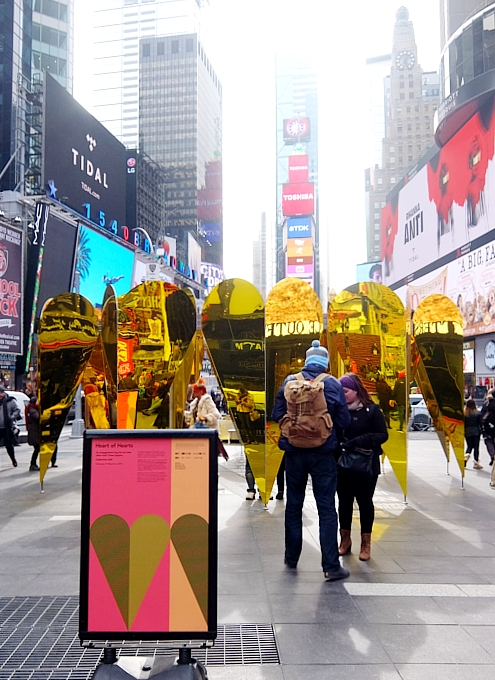 NYのタイムズスクエアに愛をテーマにしたアート作品、Heart of Hearts登場中_b0007805_3244482.jpg