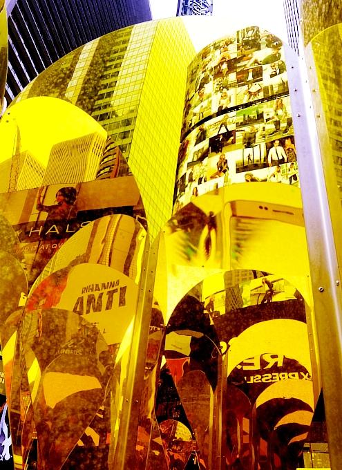 NYのタイムズスクエアに愛をテーマにしたアート作品、Heart of Hearts登場中_b0007805_3264257.jpg