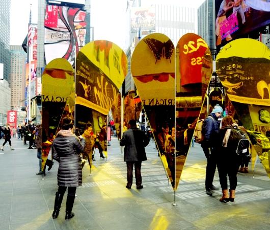 NYのタイムズスクエアに愛をテーマにしたアート作品、Heart of Hearts登場中_b0007805_326458.jpg