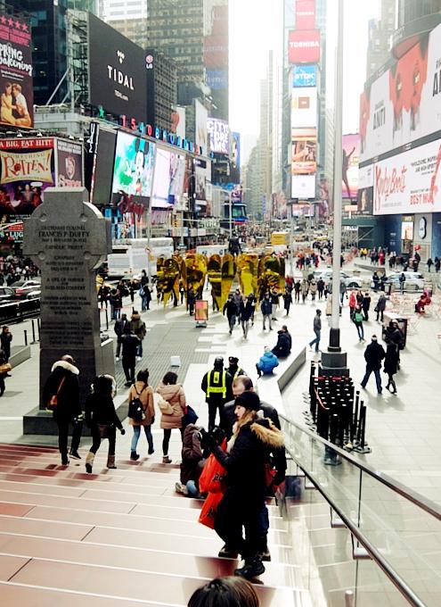 NYのタイムズスクエアに愛をテーマにしたアート作品、Heart of Hearts登場中_b0007805_3265596.jpg