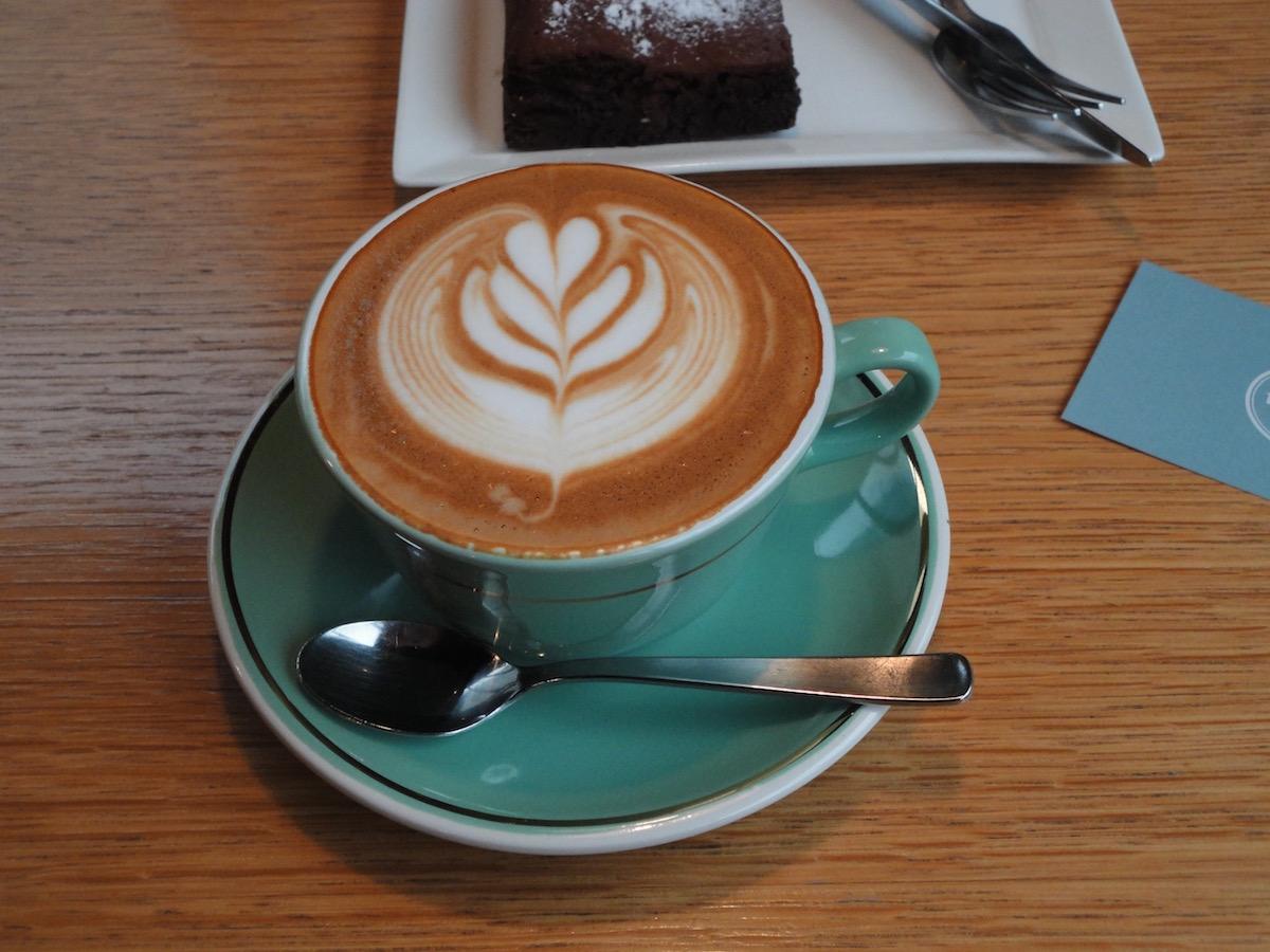 Mojo coffeeさんでフラットホワイト_e0230011_17424796.jpg