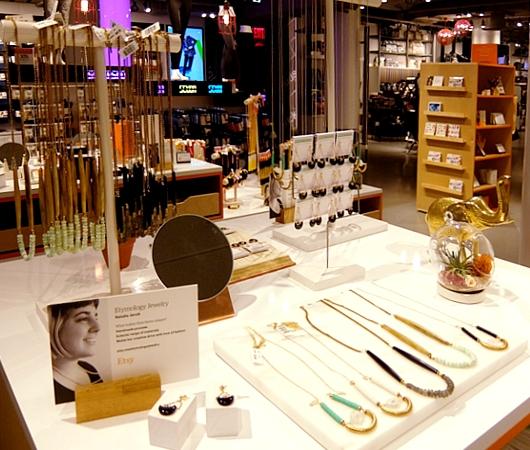 NYメイシーズ本店内にハンドメイド・マーケット最大手のEtsy初の常設店舗オープン!!_b0007805_6123262.jpg