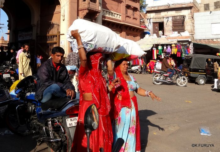 インド・ラジャスタンの旅 8  サダル・バザール_a0092659_10421503.jpg