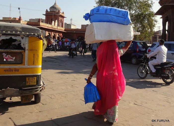 インド・ラジャスタンの旅 8  サダル・バザール_a0092659_21243145.jpg