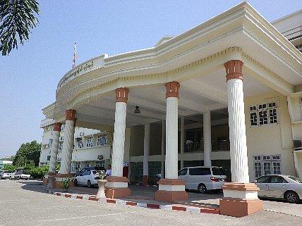 ヤンゴン歯科大学訪問_e0279107_20530730.jpg