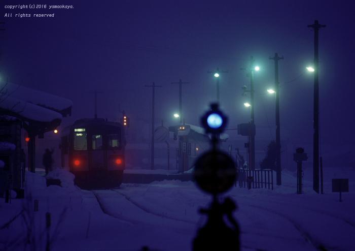 駅の灯り_d0309612_12291850.jpg