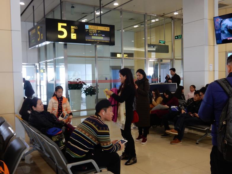 今年も中国客は来るぞ。そう実感させたSJ重慶・成田線で見たツアー客の一部始終_b0235153_16174662.jpg