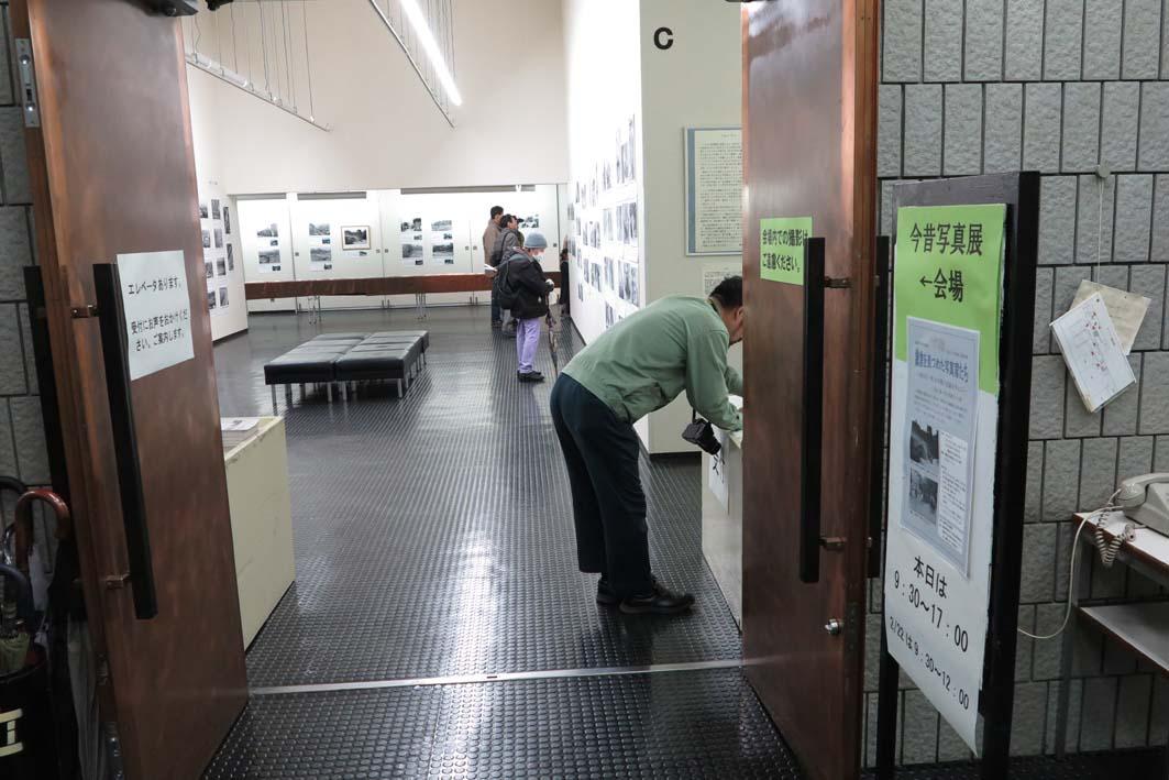 好評開催中!「今昔写真展『鎌倉を見つめた写真家たち』」_c0014967_8431527.jpg