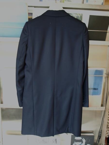 とにかく極上です!tomoumi onoによる『名前の無いブランド』ロングジャケット・ライトコートと共生地のパンツ_e0122680_17173404.jpg