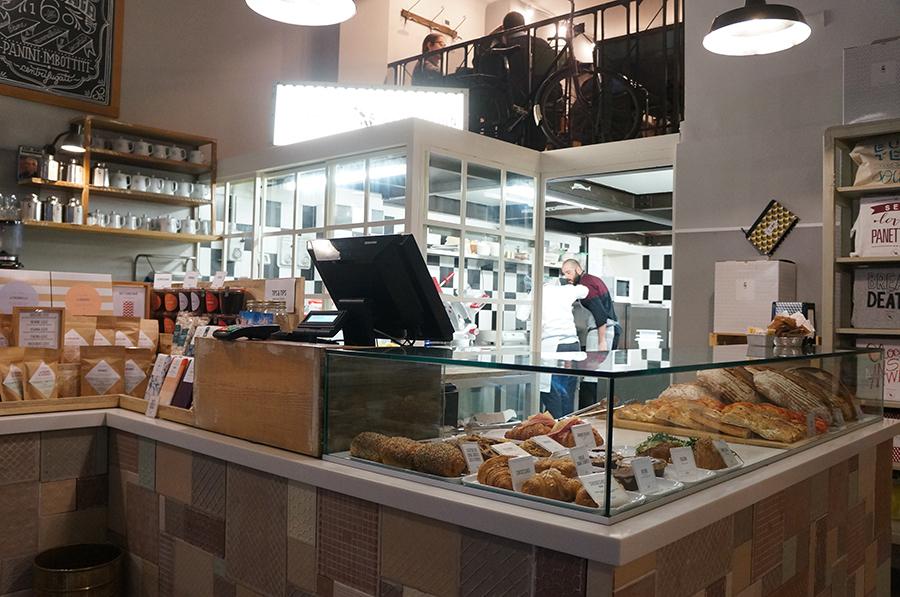 ミラノで絵画とお菓子を堪能_f0106597_07223975.jpg