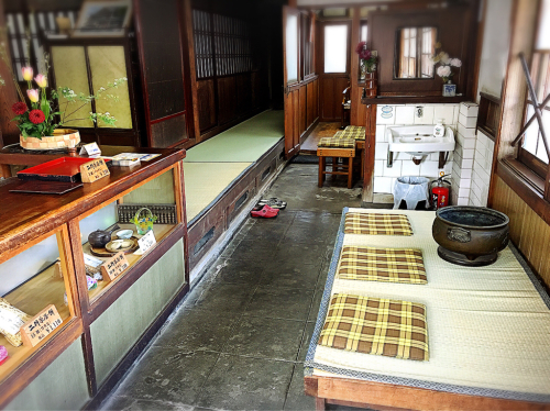 二軒茶屋餅角屋本店_e0292546_01175209.jpg