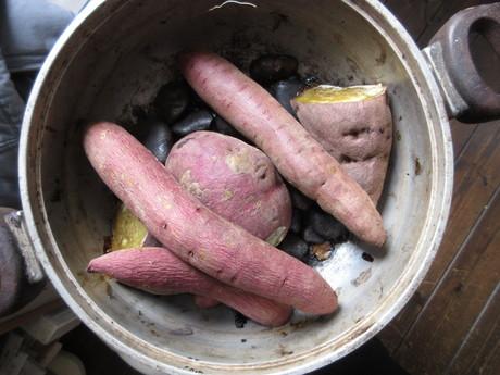 古い鍋で極上焼き藷_a0203003_1204266.jpg