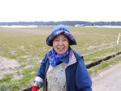七城米 長尾農園 平成28年度のお米作りがスタートです!まずは満遍なく堆肥をまきます!!_a0254656_18181180.jpg