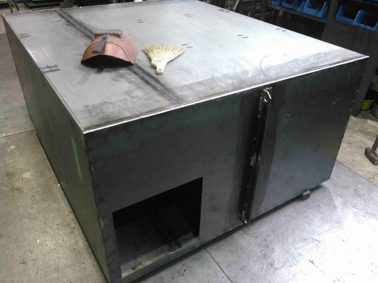 油タンク製作  補強 天板、底板溶接_f0228240_21325535.jpg