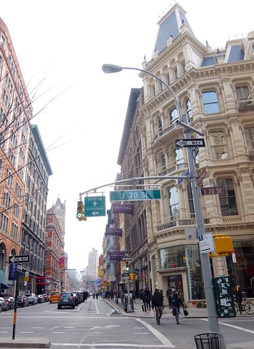 NYダウンタウン、23~17丁目間のブロードウェイ沿いの風景_b0007805_2221257.jpg