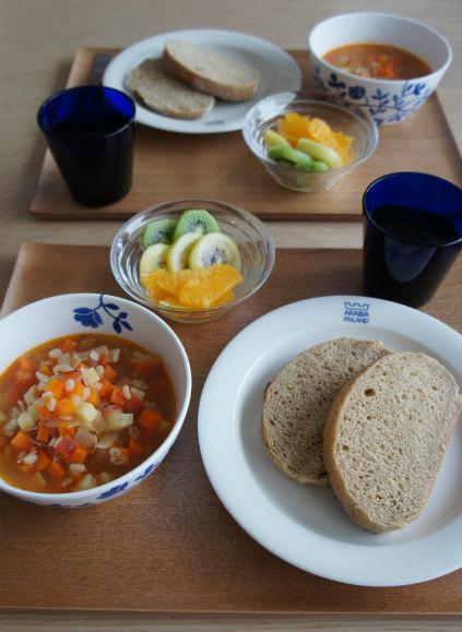 ホシノの黒糖パンで朝食_b0351606_12225503.jpg