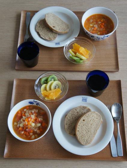 ホシノの黒糖パンで朝食_b0351606_12225575.jpg