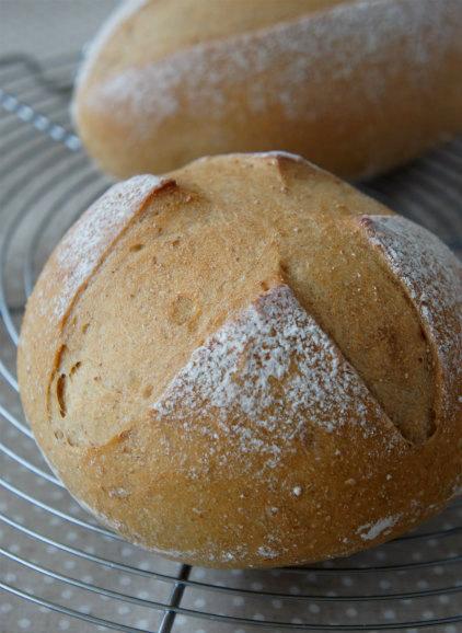 ホシノの黒糖パンで朝食_b0351606_12225597.jpg