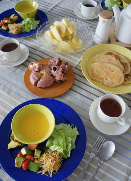 紅麹パンで朝ごはん_b0351606_12292870.jpg