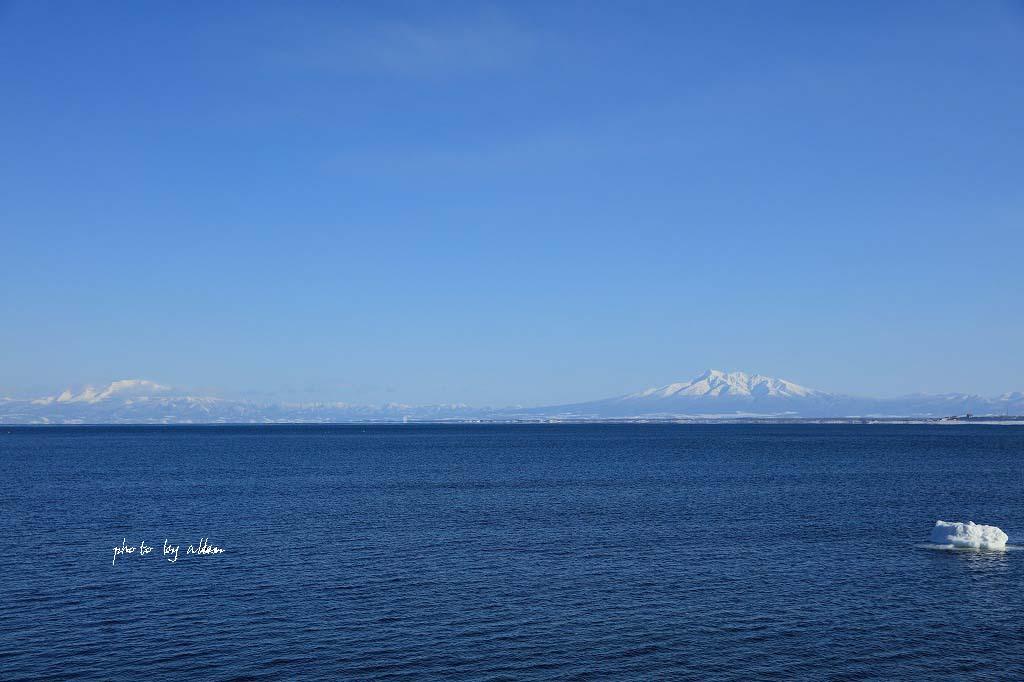 オホーツク海から見る斜里岳あんどウナベツ岳_a0039860_18392998.jpg